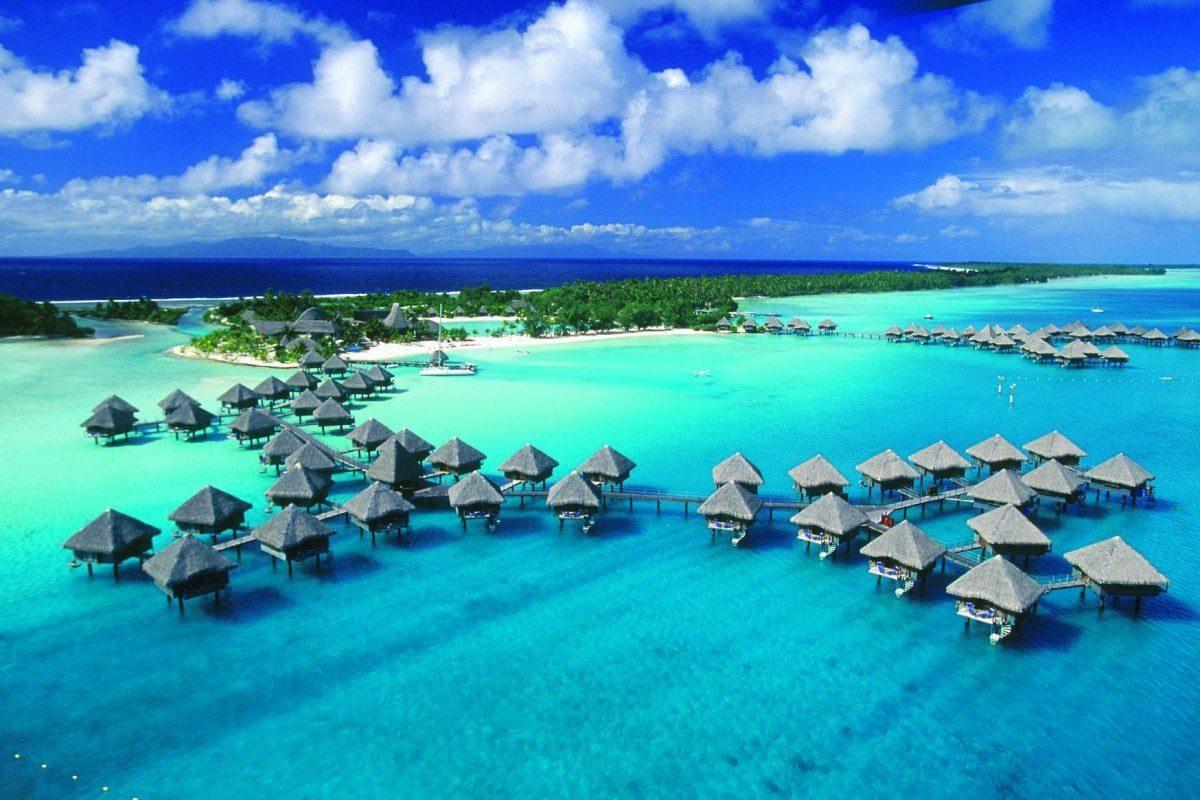 Indah-nya Pulau Derawan yang Masih Asing di Ketahui Oleh Orang INDONESIA !