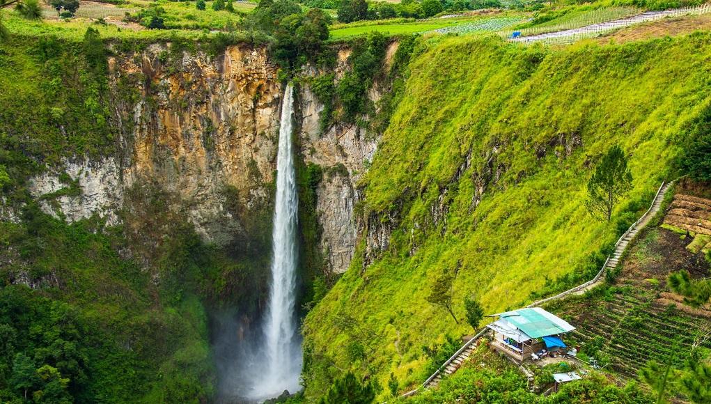 Tempat Wisata Air Terjun Sipiso-Piso